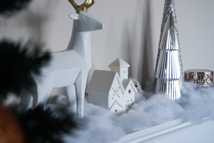 White and Gold Christmas Decorations 2018 | Elyse Morency blog