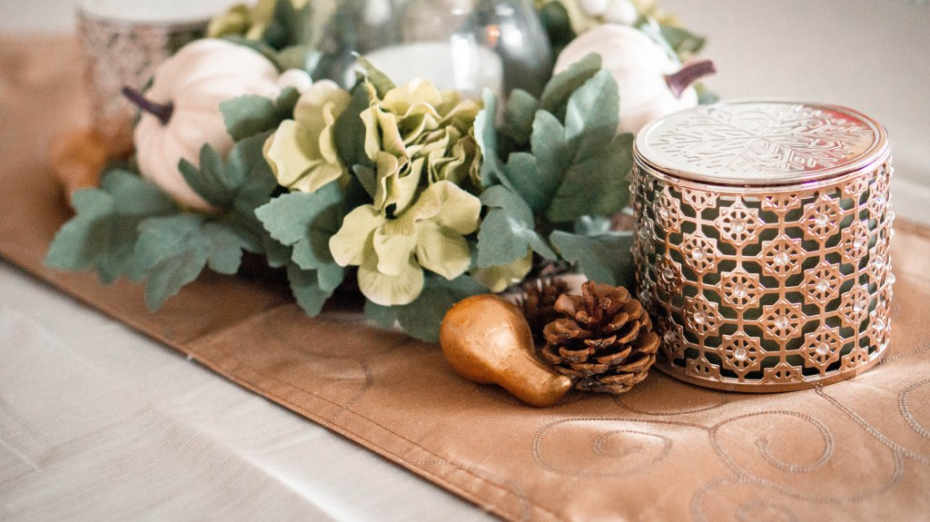 Cozy and Comfy Fall Decorations | Affordable Fall Decor | Home Inspiration | Elyse Morency Blog | Instagram: Elysemor