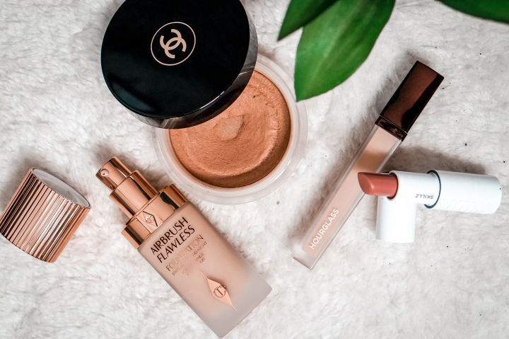 These high end and luxury makeup products are a must have in your makeup kit. You'll get actionable tips and tricks for application and product reviews so you can learn exactly why these luxury beauty products are worth the splurge and money. Click here for all the information! #luxurybeauty #cleanbeauty #makeuptutorial