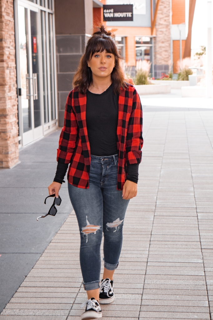 The best jean trends for Fall outfits 2020! #falloutfits #jeantrends #falltrends2020 | Elyse Morency Blog- Quick Beauty and Lifestyle